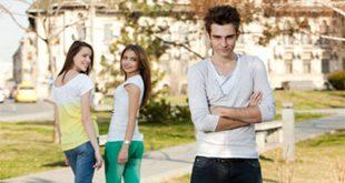 كيف اجعل صديقتي تتعلق بي , اساليب التعامل مع الفتايات وجعلها تنجذب لك