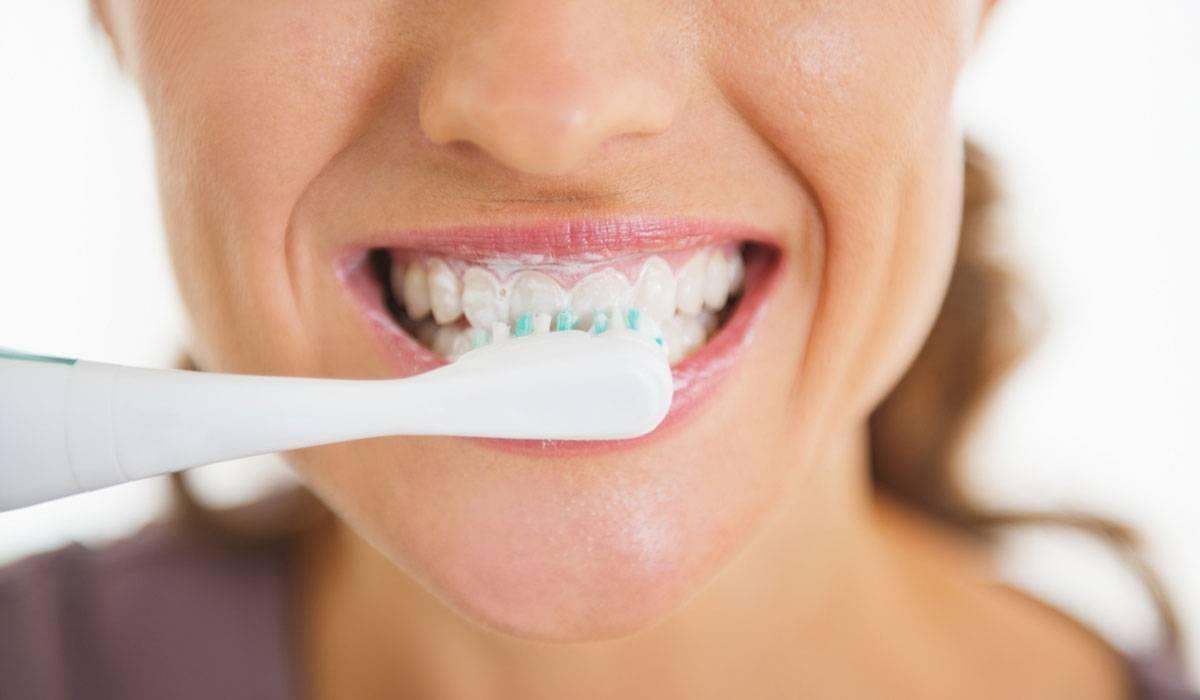 خلطات تبييض الأسنان بالمنزل