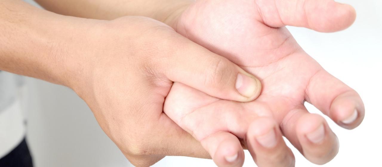 صورة علاج تنميل اليدين بالاعشاب , افضل الوصفات لعلاج التنميل في اليد بالاعشاب