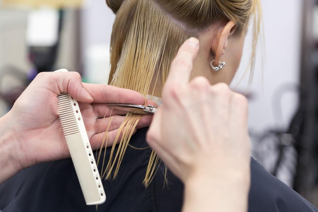 صورة قص الشعر وقت الدورة , هل قص الشعر وقت الدوره له اضرار