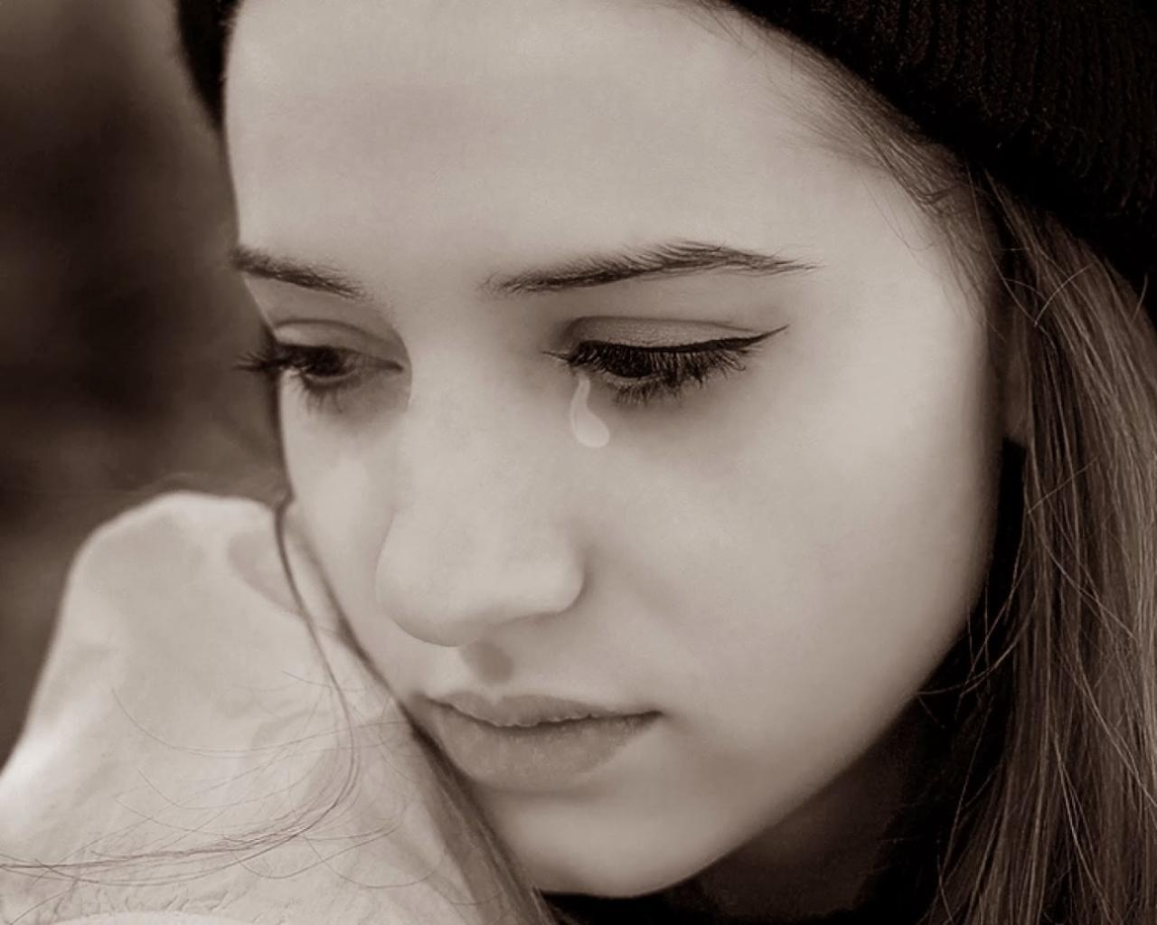 صورة تفسير البكاء الشديد على شخص عزيز عليك في المنام , الحزن والدموع في المنام