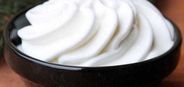 صورة طريقة عمل الكريم , اتعلمي اسهل طريقه لعمل الكريم لتزيين الحلويات في البيت